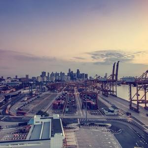 Погрузка товаров в порту