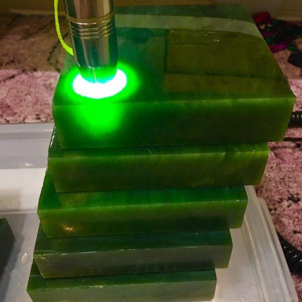 Зеленый нефрит в прямоугольниках