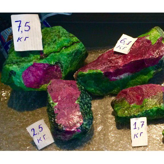 Несколько рубинов от 1.7 до 7.5 кг