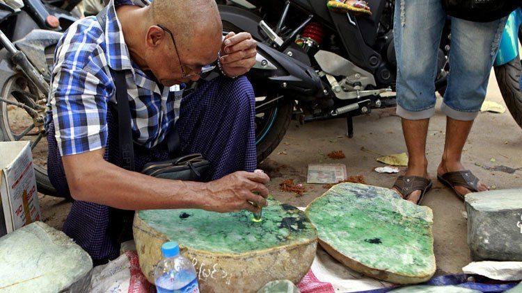 Подпольная торговля нефритом и жадеитом в Мьянме