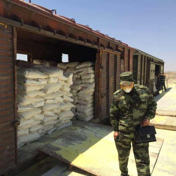 Сера из Туркменистана, погруженная в вагоны